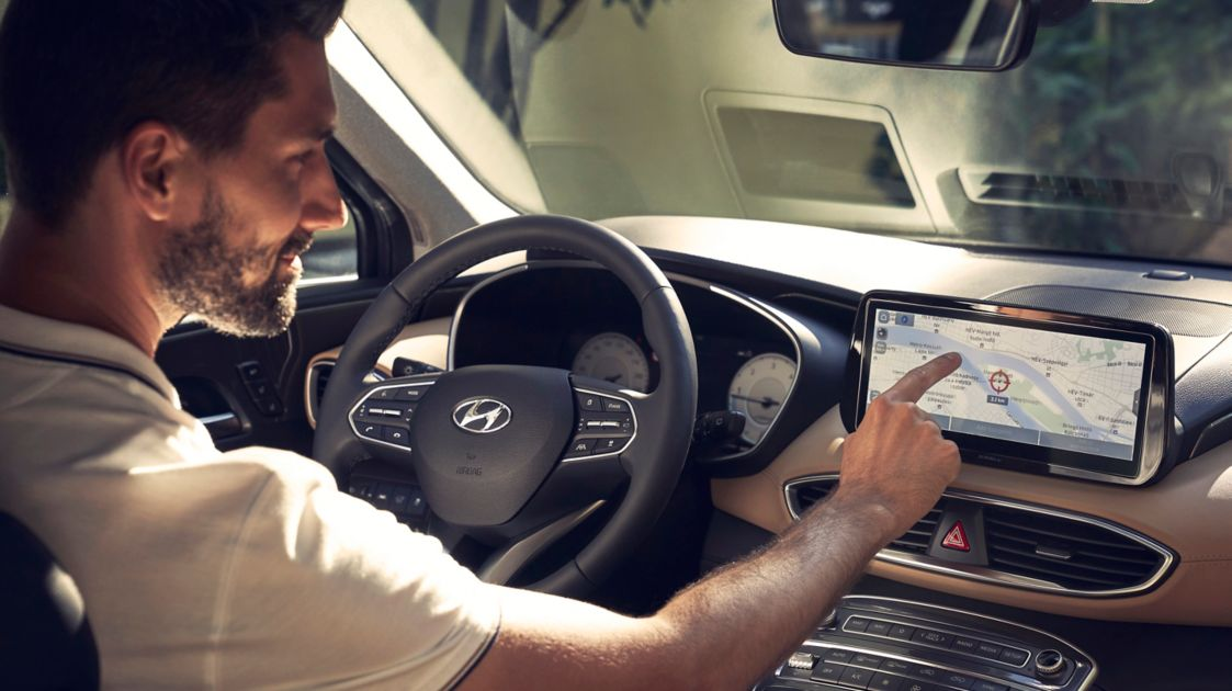 A driver of the new Hyundai Santa Fe Hybrid 7 seat SUV using the fully digital cluster.